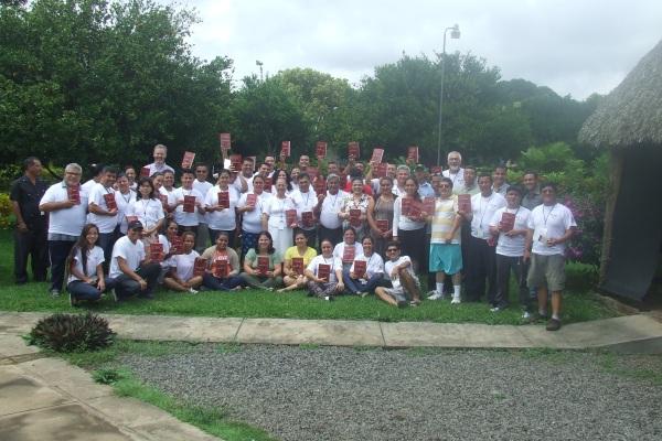 Nicaragua Grupo con Libro